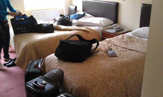 Mentone Hotel: small room at top floor, try other floors