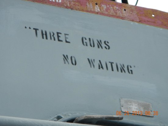Saginaw Valley Naval Ship Museum : three guns no waiting