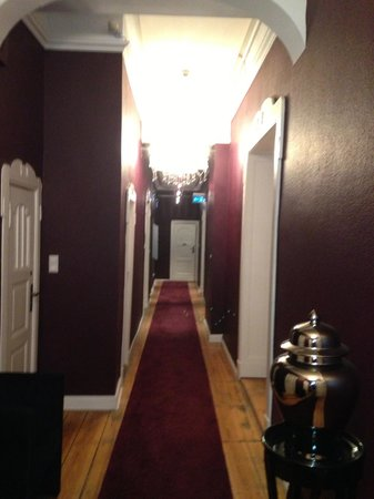 ArtHotel Connection: Main hallwayu