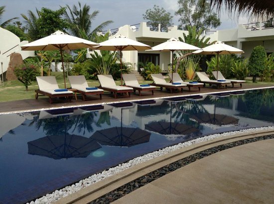 Navutu Dreams Resort & Wellness Retreat: Pool side view from the restaurant