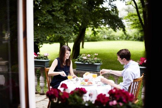 Hotel Burgmeier: Frühstück auf unserer Terrasse