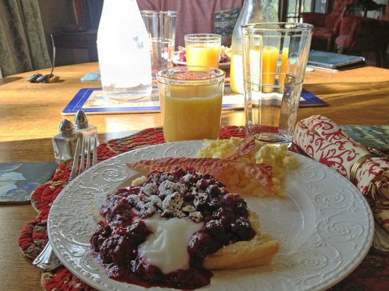 Gilded Pine Meadows Bed and Breakfast: Breakfast!!