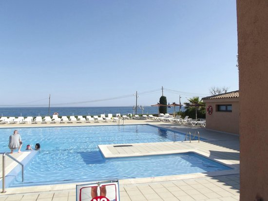 Mataro, Hiszpania: swimming pool overlooking the sea