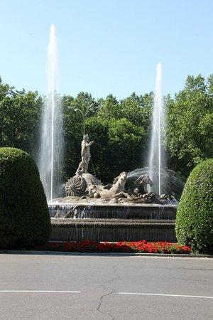 Lapepa Chic Bed & Breakfast : Neptune Fountain near the Prado Museum