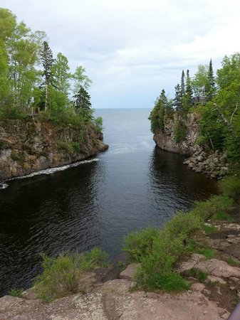 Temperance River State Park: Looking out onto Lake Superior