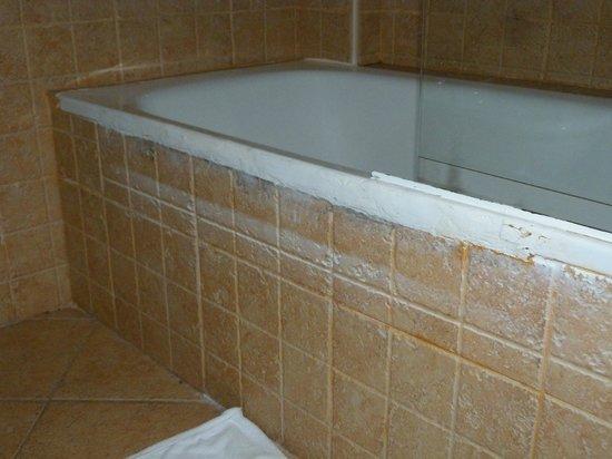 Sol Lanzarote All Inclusive: Really Ugly Bath