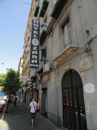 Hotel Zara: Hotellet udefra
