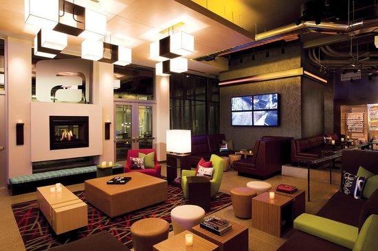Aloft Cleveland Downtown: Lobby