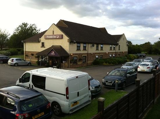 Premier Inn Gloucester (Little Witcombe) Hotel: hotel has large car park