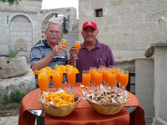 Cappadocia Cave Suites: Cheers and welcome!