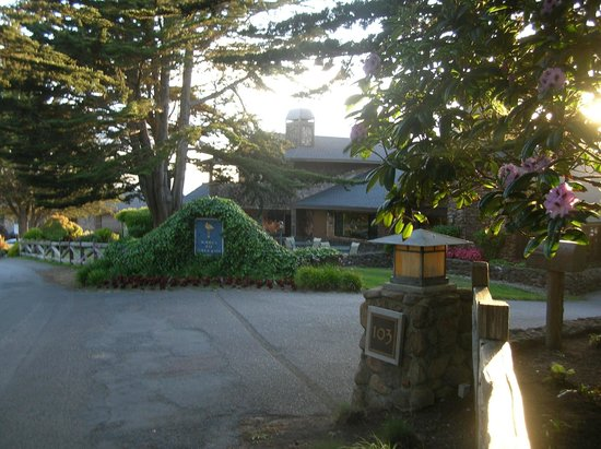 Bodega Bay Lodge: Entrance to Hotel - Lobby Area