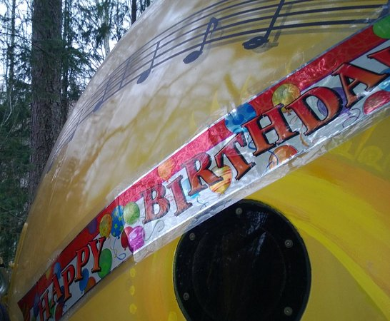 Free Spirit Spheres : The Birthday banner that was on the door when we arrived
