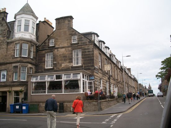 The Dunvegan Hotel: A view from the street