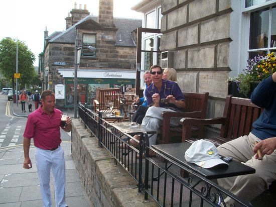 The Dunvegan Hotel: The people watching area