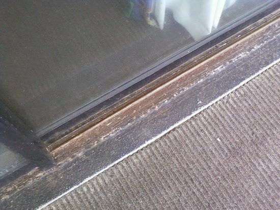 Polynesian Oceanfront Motel: reason balcony door would not open, rusted shut with broken lock.