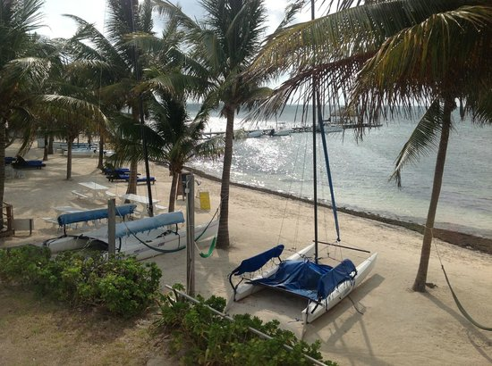 Caribbean Villas Hotel: Beautiful beach! A great place to relax...