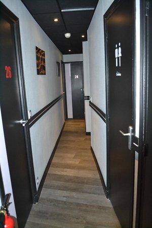 Cafe Hotel de l'Avenir: pasillo