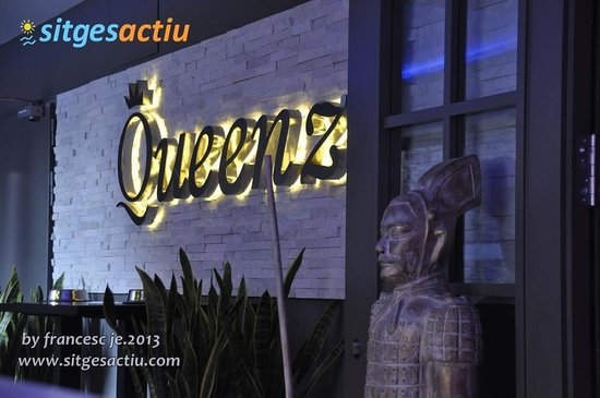 Queenz: Entrada Restaurante, Entrance Restaurant