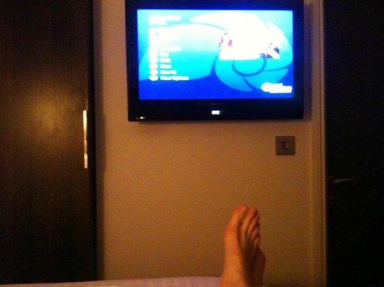 Hotel Indigo London-Paddington : Flat panel tv