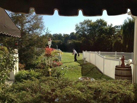 Doone's Inn at Oakmont: Garden