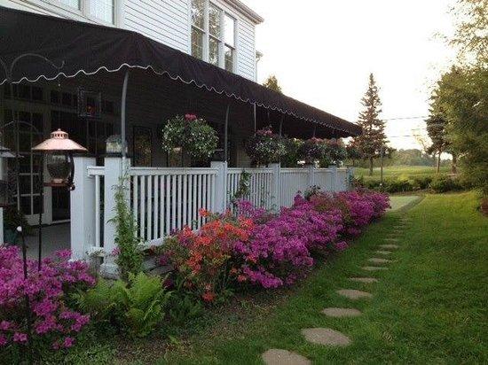 Doone's Inn at Oakmont: Patio
