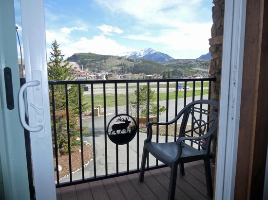 Days Inn Silverthorne: wrought iron patio view