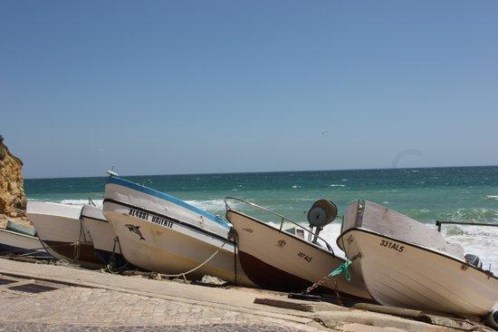 Praia dos Olhos de Água: Olhos fishing boats