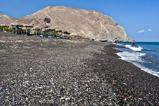 Perissa Beach: black beach