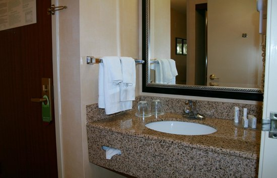 Courtyard Vacaville: Granite Vanity out side of bathroom