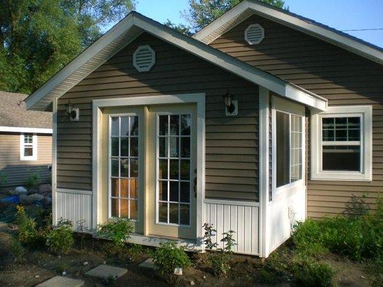 Leach Lake Cabins & Resort : 2 Bedroom Sunroom Dining Room