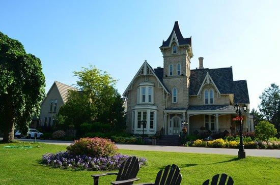 Elm Hurst Inn & Spa: The Mansion