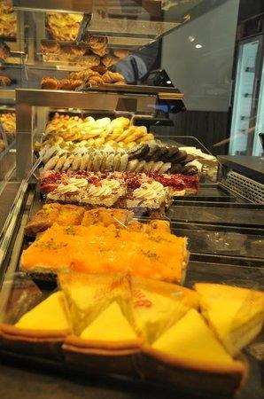 LetoMotel Muenchen Moosach : La pasticceria appena fuori dall'hotel