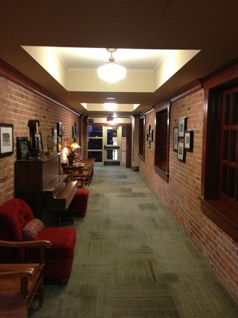 St. Eugene Golf Resort & Casino : HALLWAYS