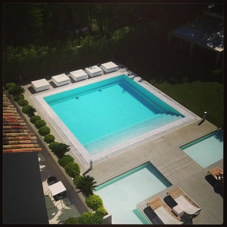 Kube Hotel-St Tropez : Piscine secondaire à l'arrière de l'hôtel