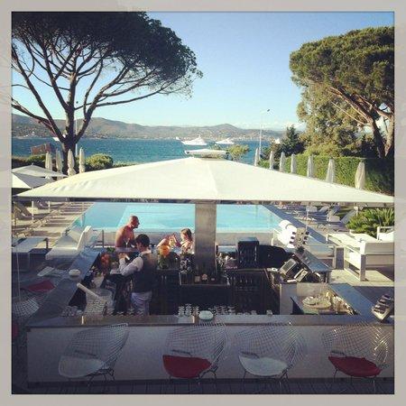 Kube Hotel-St Tropez : Bar + piscine