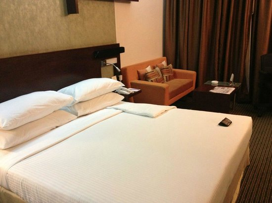 Sayaji Hotel Pune: Comoda Cama