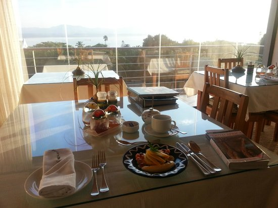 Linkside2 Guest house: Breakfast overlooking the bay - the way to start the day!