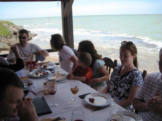 Los corrales: Terrasse sur la mer