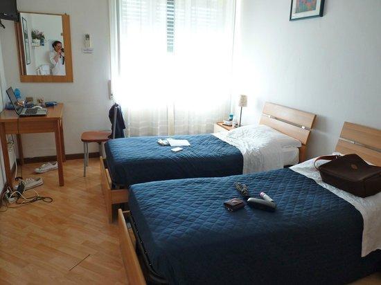 Maison Genevois 3 : Chambre avec salle de bain privée.