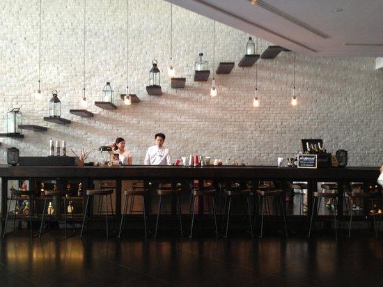 Pullman Bangkok Hotel G: Cafe at Front Desk