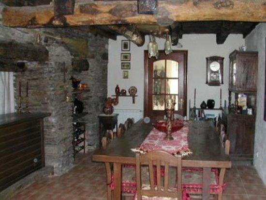 Fly fishing Galicia: dining room