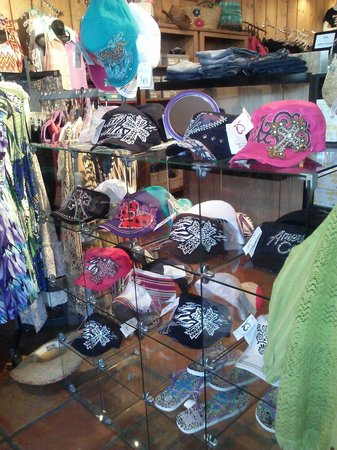 The Shoppes on Main in Salado: I love these hats!