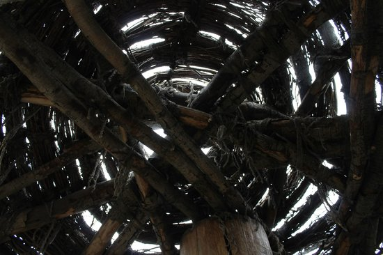 Tamastslikt Cultural Institute: Interior of the thatch hut ceiling
