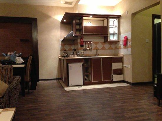 Boudl Al-Masif: Kitchen