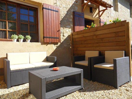 La table du Petit Déjeuner - Bild von Le Jardin D\'ivana, Oppede ...