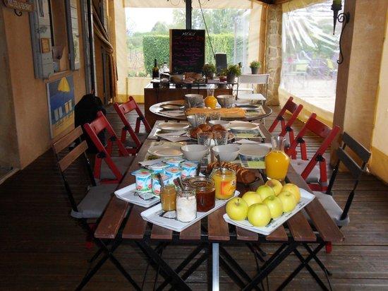La table du Petit Déjeuner - Bild von Le Jardin D\'ivana ...