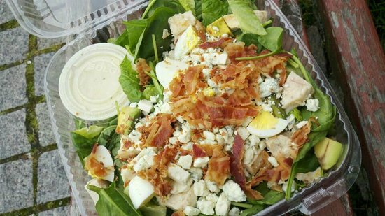 Ally's Eatery: Awesome Cobb Salad