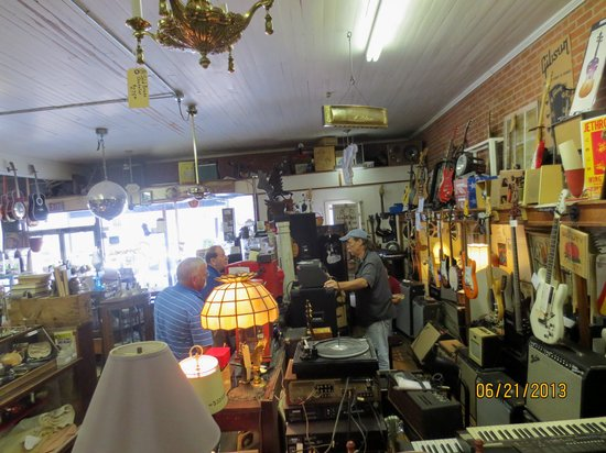 inside Breaux Bridge Antique Mall