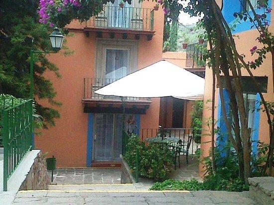 Mision Guanajuato: La sobrilla pertenece a una de las terrazas.