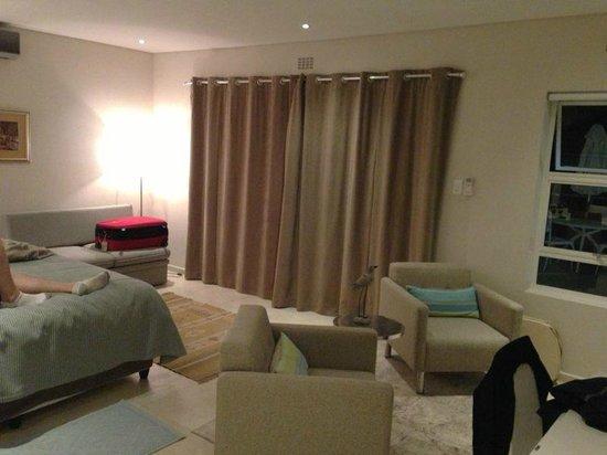 Hoopoe House : Unser Zimmer (Vorhänge zu für etwas Privatsphäre)